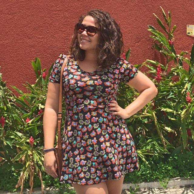 """<div class=""""titulo colaboradora-carol-menezes""""><h6>Colaboradora Carol Menezes</h6></div>"""